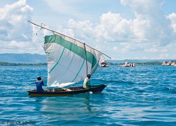 Tanzaniens sur barque - C6Bo Voyage blog plongée