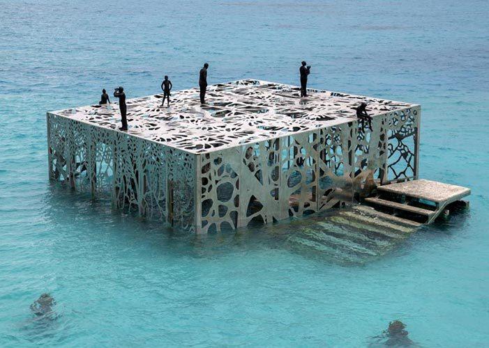 Œuvre artistique de Jason deCaires Taylor - Sculpture Coralarium. Sirru Fen Fushi, Maldives