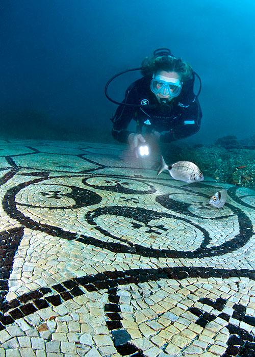 Route pavée de mosaïque submergée | © Centro Sub Campi Flegrei
